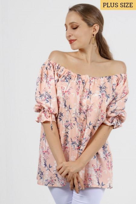 Εμπριμέ έξωμη μπλούζα με λουλουδάκια και κουμπάκια. Μανίκια με λάστιχο και φαρδιά εφαρμογή. Ροζ