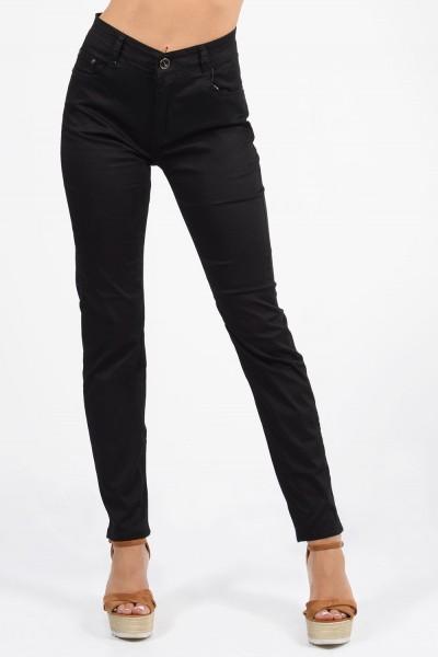 Παντελόνι ψηλόμεσο σε ίσια γραμμή με κουμπί, φερμουάρ και τσέπες μπροστά και πίσω. Μαύρο