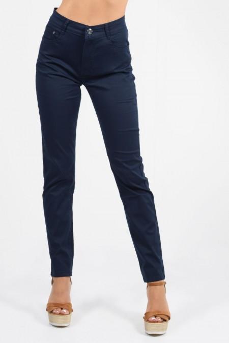 Παντελόνι ψηλόμεσο σε ίσια γραμμή με κουμπί, φερμουάρ και τσέπες μπροστά και πίσω. Σκούρο Μπλε