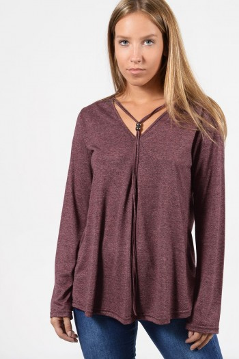 Μακρυμάνικη μπλούζα με πιέτα μπροστά και διακοσμητικό κορδόνι στο λαιμό με χάντρες. Άνετη, ριχτή εφαρμογή και πιέτες στην πλάτη.