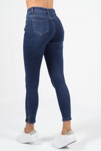 Ψηλόμεσο τζιν παντελόνι με skinny εφαρμογή, τσέπες και φερμουάρ στο τελείωμα των ποδιών. Σε σκούρο denim χρώμα.