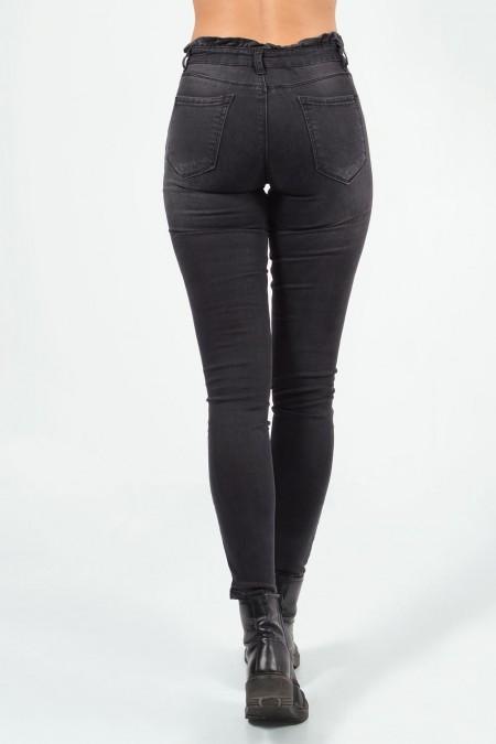 Ψηλόμεσο τζιν παντελόνι σε μαύρο χρώμα, με σούρες γύρω γύρω στη μέση και skinny εφαρμογή.