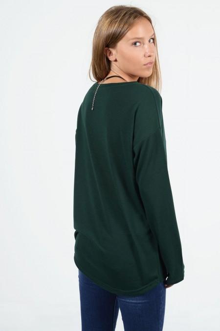 Μακρυμάνικη μπλούζα με χαλαρή εφαρμογή, στρογγυλό λαιμό και ελαφρώς ασύμμετρο μήκος μπρος πίσω. Σε πράσινο χρώμα.