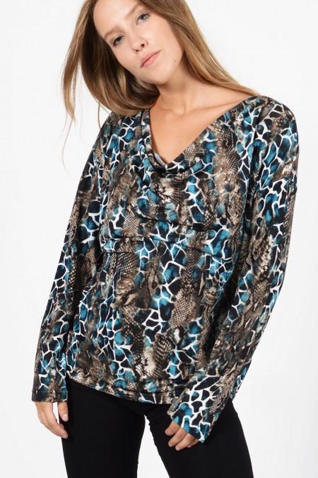 Γυναικεία μακρυμάνικη ντραπέ μπλούζα σε Plus Size μέγεθος με εμπριμέ, animal print ύφασμα.