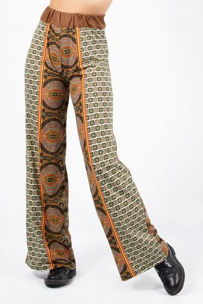 Γυναικεία εμπριμέ παντελόνα με λάστιχο στη μέση και έθνικ μοτίβο.