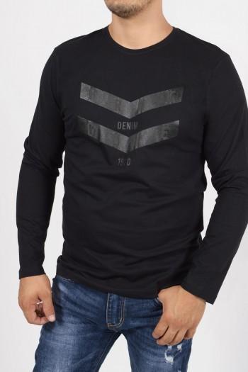 Ανδρική, βαμβακερή μπλούζα με μακριά μανίκια, στρογγυλό λαιμό και στάμπα μπροστα.