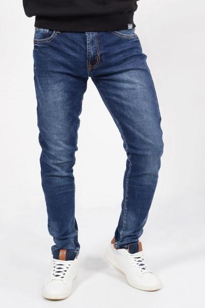 Ανδρικό τζιν παντελόνι σε slim γραμμή με τσέπες.