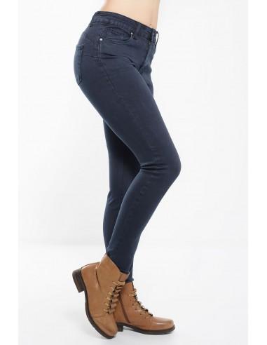 Γυναικείο παντελόνι σε μπλε χρώμα με μεσαίο καβάλο και ανορθωτικό εφέ σε skinny γραμμή